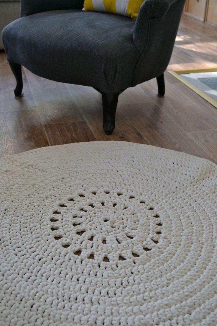 tapis rond Phildar au crochet, réalisé avec le Hooked zpaghetti