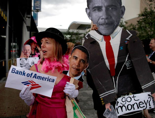 """""""Code rose"""" chez les militantes démocrates. Les pro-Obama défilent à leur tour à Charlotte, en Caroline du Nord, à la veille de la convention démocrate"""
