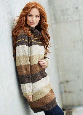 Strikket varm vinterkjole med brede striber og skorstenskrave, strikket i uld, alpaka og viskose