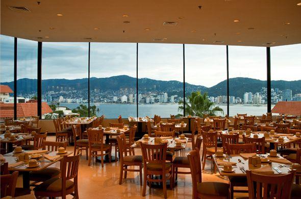 Restaurante La Bahía en Park Royal Acapulco,   donde podrás admirar la fantástica vista a la bahía a través de nuestros ventanales, mientras saboreas un delicioso desayuno o cena.