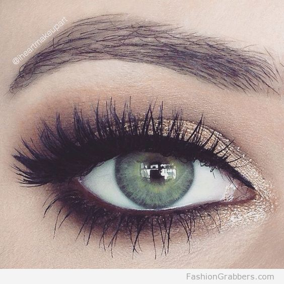 | Pop of metallic eyeshadow to make your eyes pop |