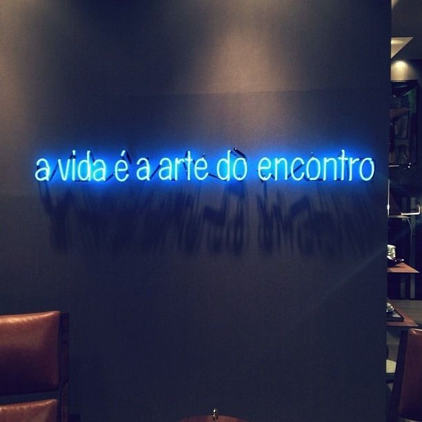 'A vida é a arte do encontro' ('Life is the art of encounter' in English) Neon. This is a quote from the  Brazilian poet Vinicius de Moraes