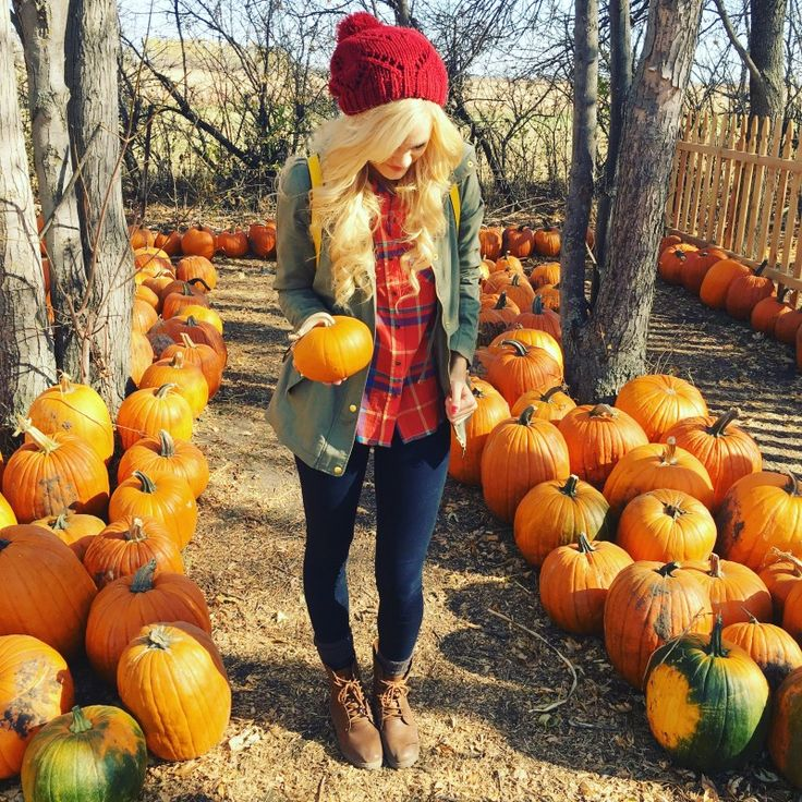 Fall Outfit// Women's Fashion // Pumpkin Patch // red hat // combat boots