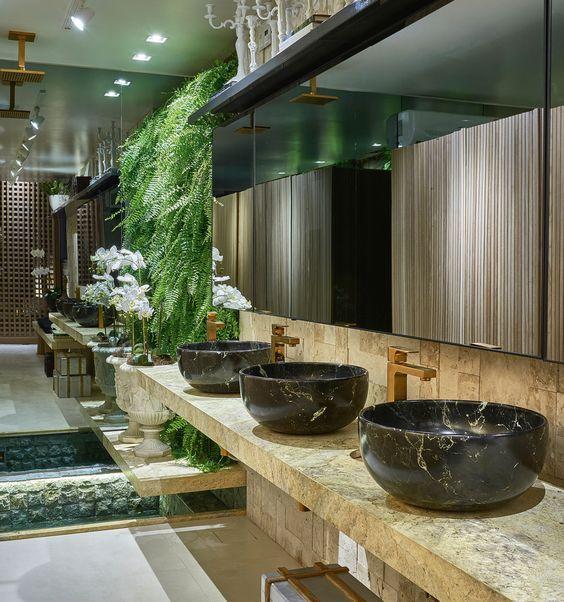 Banheiro Sensorial por Fabiola Naoum e Wilker Godoi em Casa Cor Goiás 2015