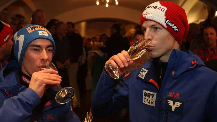 Prost! Stefan Kraft und Michael Hayböck. Bild: SN/GEPA pictures