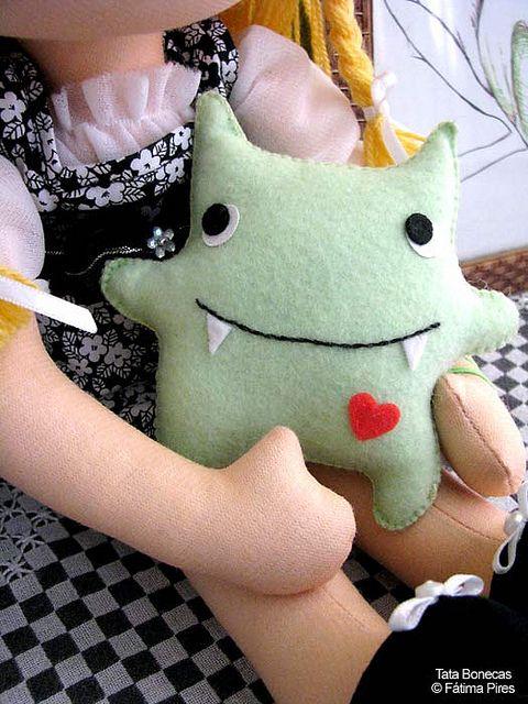 Boneca e monstrinho! : )   Flickr: Intercambio de fotos