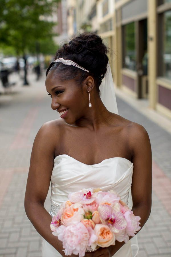 Obsessed with this bride's elegant style