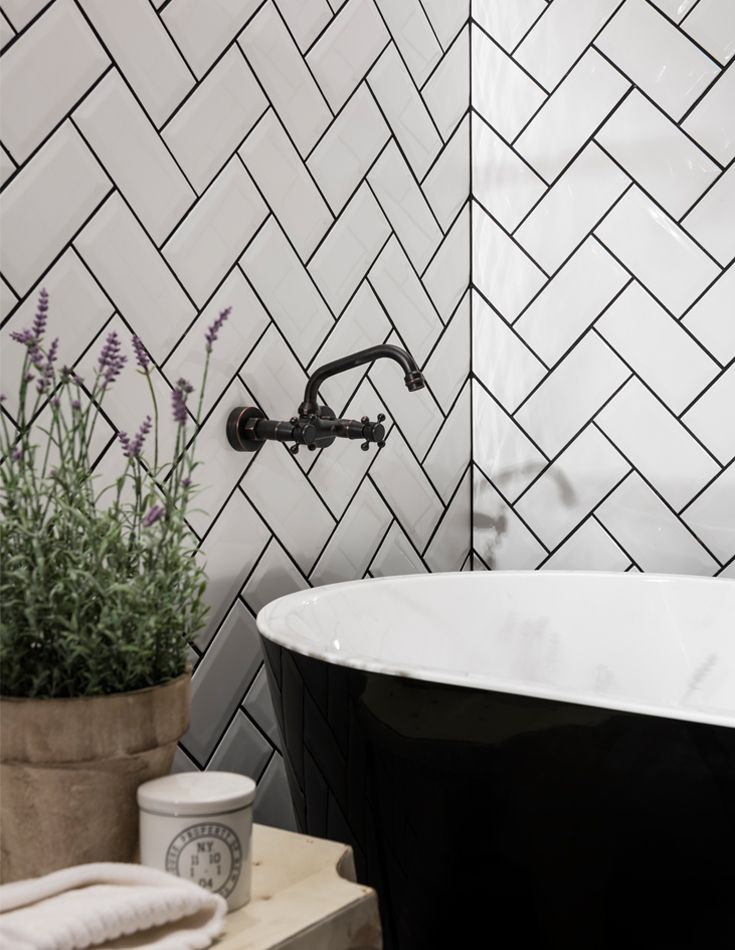 Inspired by the London Underground, this versatile ceramic tile is perfect for creating a traditional look with a modern twist. This glossy white tile is our biggest selling tile and part of our versatile Metro range. Ideal for both kitchens and bathrooms, Metro White Wall Tile has a high quality bevelled edge and is versatile enough for you to get as creative as you want.