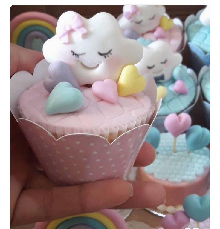 Cupcakes no tema chuva de amor . . . #festainfantil #decoracaoinfantil #cupcakes #doces #chuvadeamor #festachuvadeamor