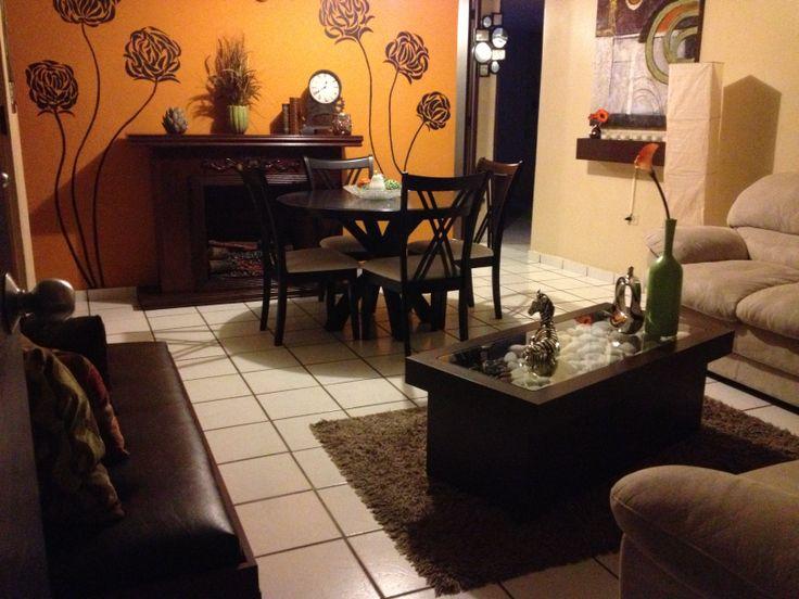 Mi comedor y mi sala en la pared al fondo un dibujo hecho - Decorar mi salon comedor ...
