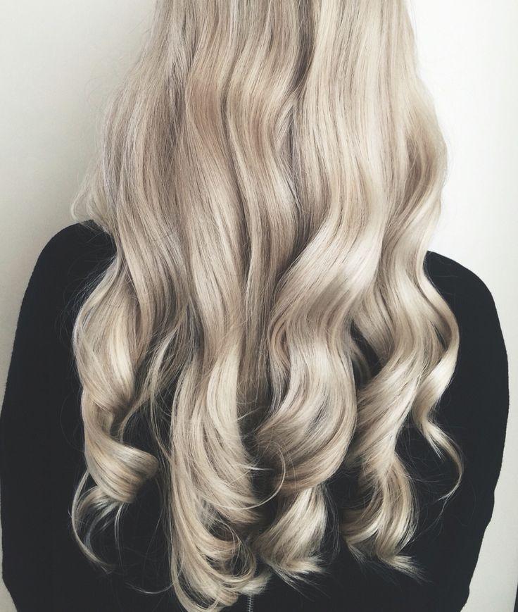 Pearl blonde hair by Tanja Studulski.