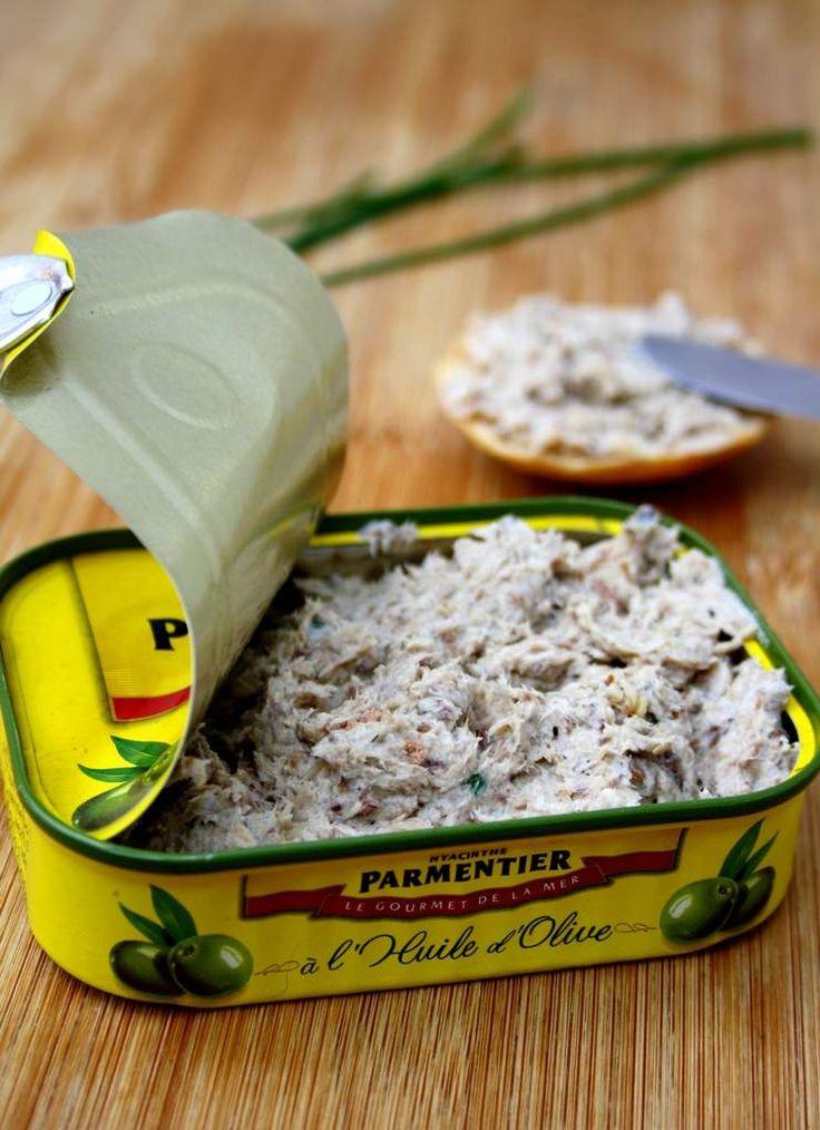 Rillettes de sardines: 1 boite de sardines à l'huile,50g de carré frais à 0°/°, 2 cuillères à café de moutarde à l'ancienne, 2 brins de ciboulette ciselés