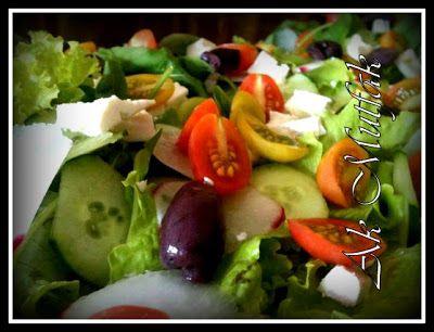 Ülkemizden ve Uzak Doğudan Nefis Yemek Tarifleri: Yunan Salatası (Greek Salad)