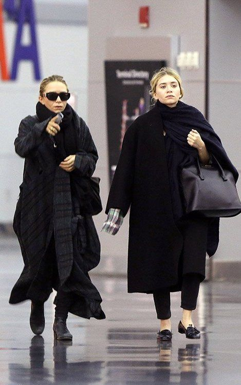 la-modella-mafia-Mary-Kate-and-Ashley-Olsen-in-all-black-everything-street-style-for-Fall.jpg (469×750)