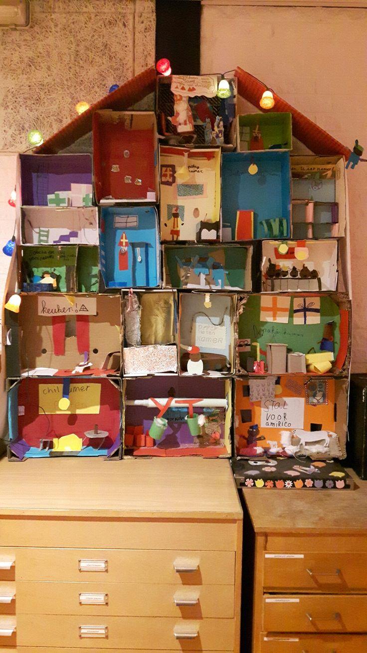 groep 5/6 heeft samen een prachtig pietenhuis gemaakt! kamers verdeeld, passen en meten met de dozen en zie hier het prachtige huis