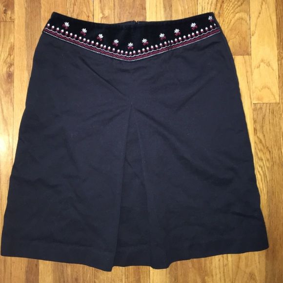 LOFT Skirt Adorable skirt with adorable embroidered design at the waist size 6 in good condition LOFT Skirts