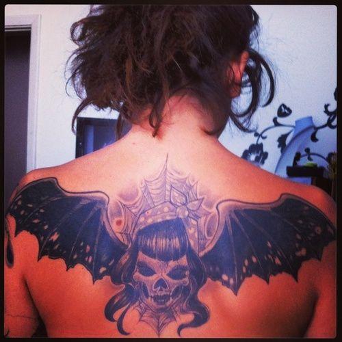 """lisa.laforgia  #casttattoo  In redazione stanno arrivando tantissime foto di tatuaggi con storie bellissime.  Grazie a tutti e continuate così!  Ecco il tatuaggio di """"lisa.laforgia"""".  """" Semplici parole. Il pipistrello: la morte ma, allo stesso tempo la rinascita. """"  http://tattoo.codcast.it/"""