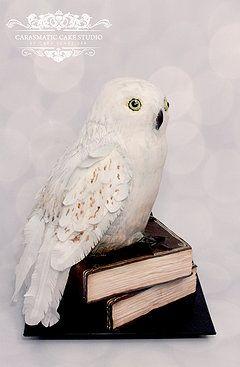 Hogwarts Owl 3D Sculpted Cake. Hedwig Cake. Wafter paper feathers. Fondant book cake. Carasmatic Cake Studio. Cara Schneider