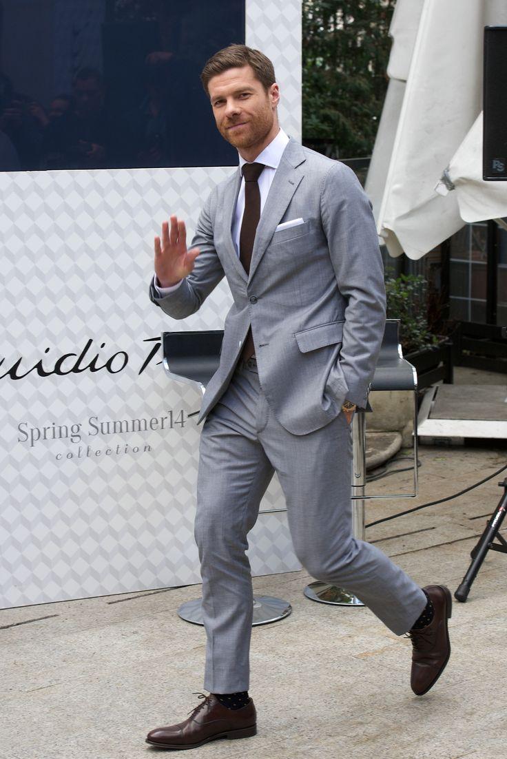 2014-04-03 Xavi Alonso presents the new Emidio Tucci ...