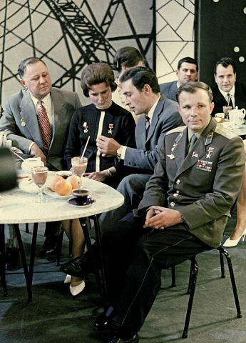 "ГАГАРИН,ТИХОНОВ,ТЕРЕШКОВА.                 ""ГОЛУБОЙ ОГОНЕК"" 01.01.1968 г."