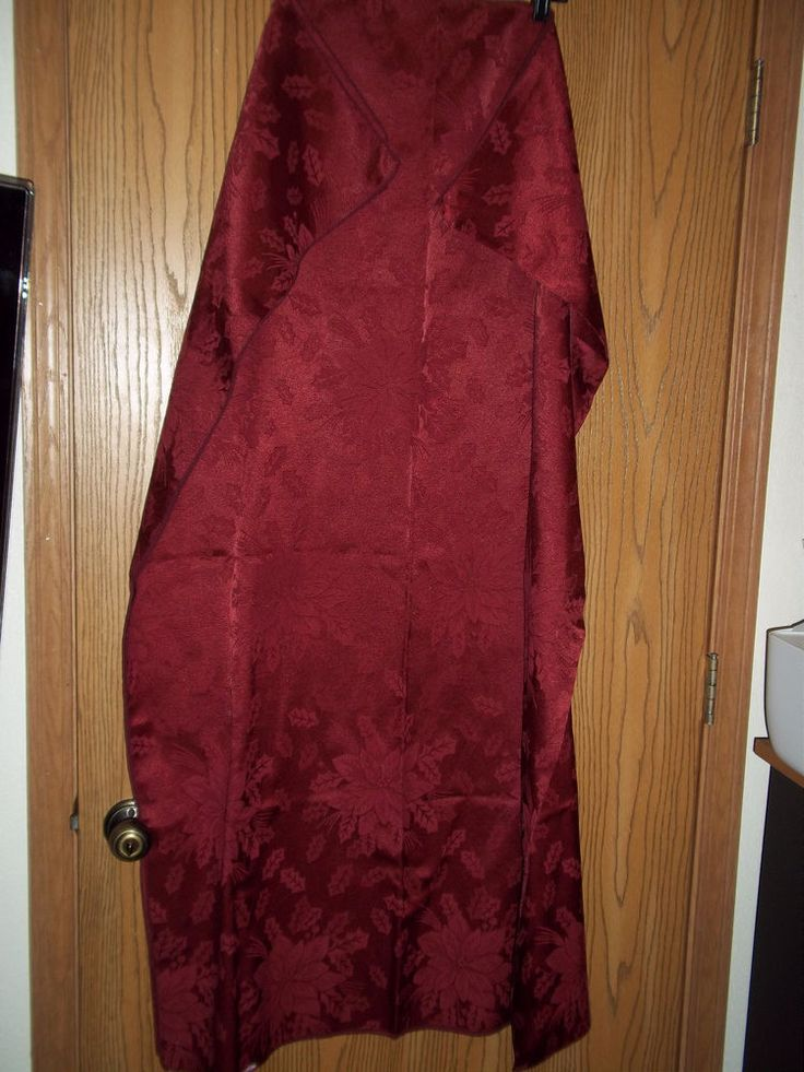 """Maroon Damask Tablecloth Rectangular Poinsetta Holly Leaves 50"""" x 68"""" #Unbranded"""