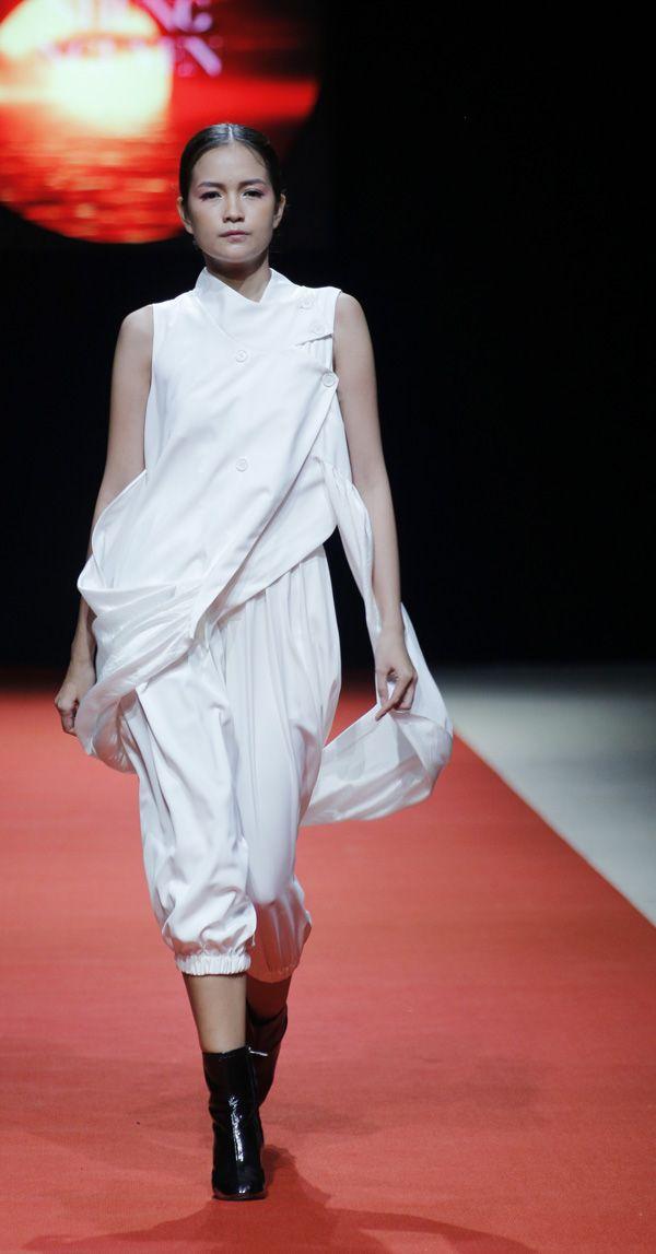 Vietnam Fashion Week SS18 - Ready To Wear.        Designer: Huyen Nhung Nguyen   Photo: Cao Duy