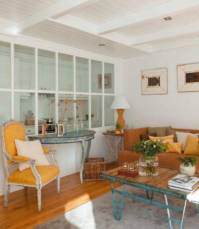 Los toques vintage o retros en algunos elementos decorativos, junto con otros más modernos, casan a la perfección en esta casa de ...