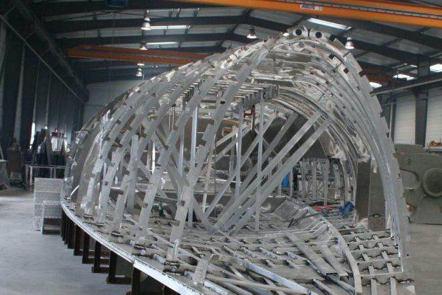 Alubat Un Nouveau Dg Expert De La Construction Aluminium Et Aguerri A La Navigation Hauturiere En 2020 Construction Construction Navale Chantier