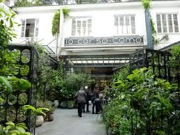 10 Corso Como, is an amazing boutique, cafe, design clothing and item´s shop, inspiring art gallery and book store for photography, comtemporary art and modern music..