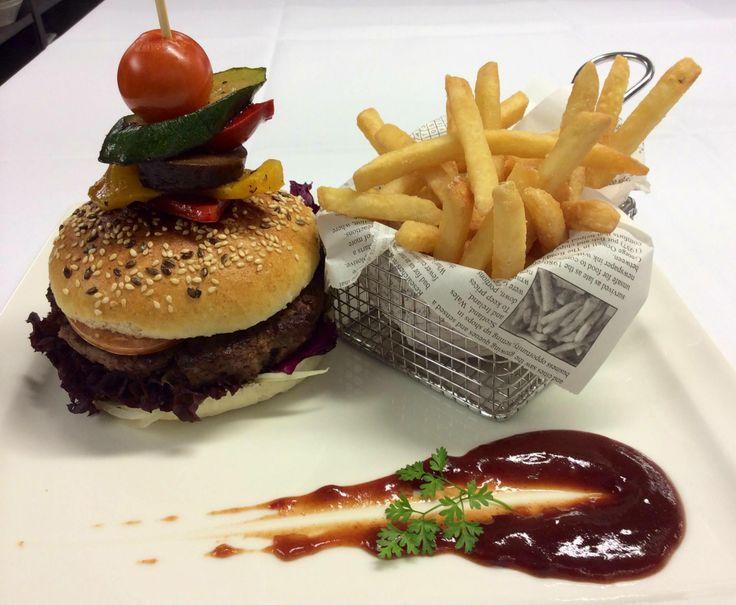 Burger time :-) #burger #restauranttaverne #hotelinterlaken