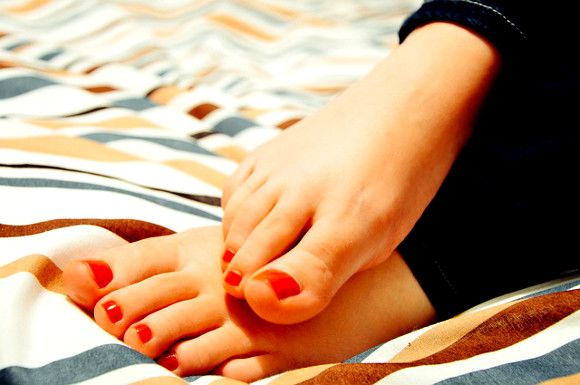 Homemade Remedies for Dry Feet and Cracked Heels