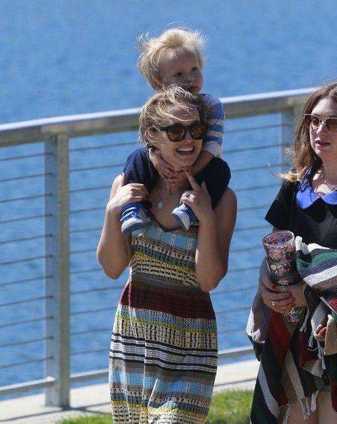 Natalie Portman and Aleph Portman-Millepied Photos - Natalie Portman Takes Her Son to the Park - Zimbio