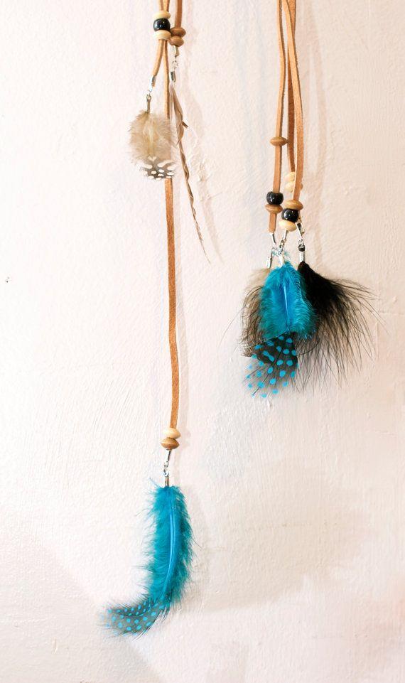 Farben der Federn wie im Bild gezeigt Dieses Angebot gilt für ein einzigartiges Boho Feder Stirnband. Es fügt das gewisse etwas zu Ihren Alltagslook. Einfach nur um Kopf wickeln und binden. Es kann über Stirn getragen oder sogar wie ein regelmäßiger Stirnband getragen. Jedes Stirnband erfolgt in unserem Shop zu bestellen und handgefertigt. Perlen und Federn können variieren. WENN SIE ES JEDERZEIT SCHNELLER WOLLEN, MÜSSEN SIE EXTRA ZAHLEN FÜR EILAUFTRAG! (Diese Gebühr ist, setzen Sie Ihre…