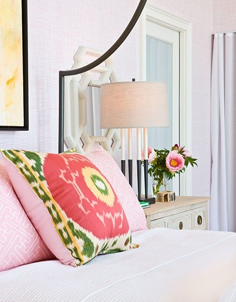 ikat: Soft Pink, Bedrooms Design, Design Bedrooms, Traditional Home, Throw Pillows, Guest Rooms, Big Girls, Pink Bedrooms, Bedrooms Decor