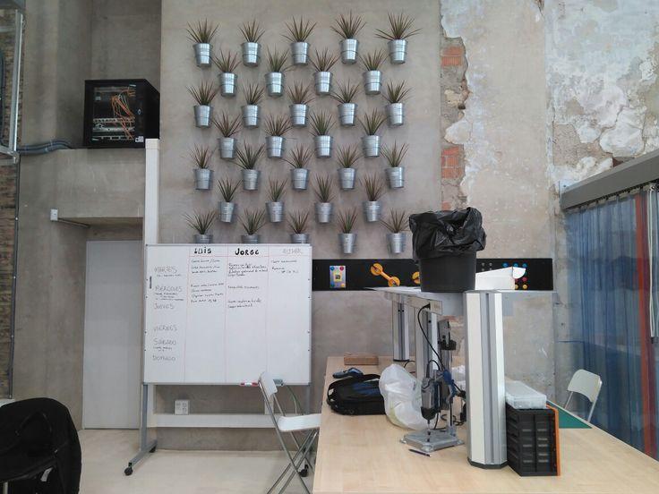 @LaRemolachaHackLab es un aula del futuro, un entorno de aprendizaje práctico y colaborativo, orientado a la realización de proyectos y a la innovación social.  El HackLab es una zona de talleres de 120 metros cuadrados, ubicada  en  la  sede  principal de Zaragoza Activa  que consta de cuatro estaciones de  trabajo, divididas en dos áreas: Huerta-Artesanía y Maker-Robótica.  Es ideal para chavales y chavalas que quieren dar sus primeros pasos con la electrónica o un huerto casero, o para…