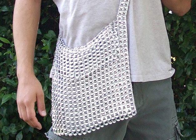 Tutorial para hacer un bolso con anillas de latas de refresco o cerveza. Modelo fácil con anillas de latas y aros metálicos.