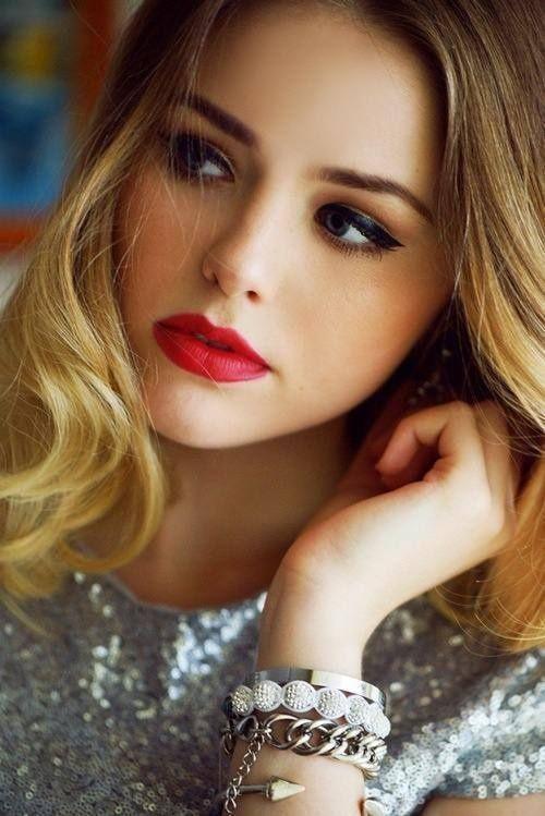 Red lips & bold eyeliner