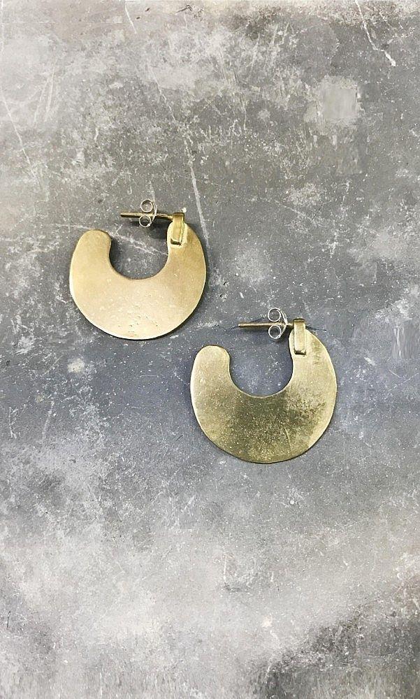 Beautiful hammered brass semi-hoop earrings with a butterfly fastening. Plumo.com