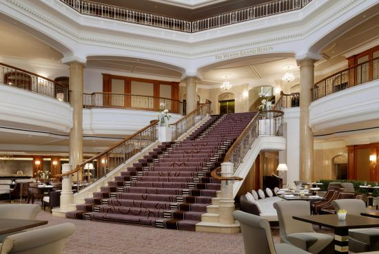 Hotel The Westin Grand Berlin - famous grand staircase