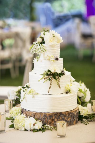 I KIND OF LIKE THE WOODEN BASE OF THE CAKE!  Rustic wedding cake: http://www.stylemepretty.com/california-weddings/lake-tahoe-ca/2015/03/11/rustic-lake-tahoe-summer-wedding/ | Photography: Catherine Hall - http://www.catherinehallstudios.com/
