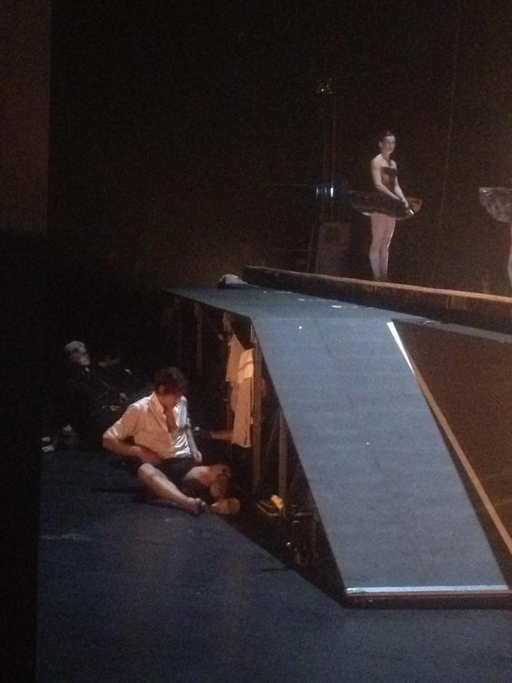 Just a peek... Hidden behind the set, Hervé Moreau changing his costume. Pic from Roméo et Juliette live tweeting @teatroallascala