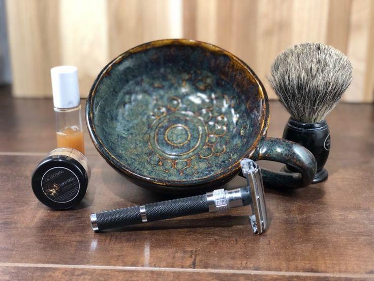 #SOTD #samplesaturday #wetshaving #shavelikegrandpa Razor: Parker 96R Bengall straight Brush: Art of Shaving Pure Badger Soap: L&L Grooming Co. Cuir et Épices Aftershave: L&L Grooming Co. Cuir et Épices Splash Other: Thirsty Badger lather bowl