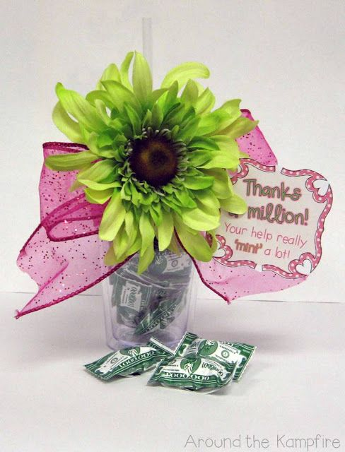 Gift tag freebies for parent helpers and teacher friends Gifts to show appreciation to friend