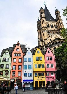 Cologne is probably one of the most unique European Cities. Everyone that travels to Germany need to keep this wonderful place in the agenda, especially if you're a designer or architect.