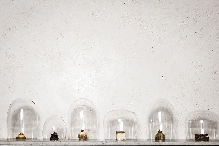 Il brivido glamour del total white. Un'accurata selezione di polveri di marmo e speciali glimmer colore argento per finiture opache/satinate ad effeto Marmorino pietra antica. Glimmerputz è tentazione. ► http://www.bericalce.com/it/prodotti/decorativi_a_base_calce_in_polvere/glimmerputz #TotalWhite #fascino #glamour #pareti #homedecor #Glimmerputz #BeriCalce