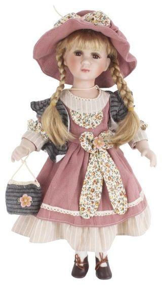 """Păpuşă de porţelan """"Giselle"""" - cadou decorative adorat de copii şi adulţi deopotrivă căci, nu-i aşa, nostalgia e-un lucru greu de vindecat.  http://www.retroboutique.ro/decoratiuni/alte-decoratiuni/papusa-de-portelan-giselle-867"""