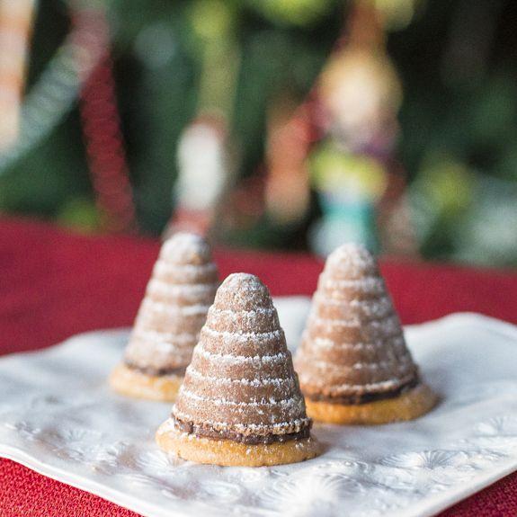 vosi hnizda: Czech beehive cookies with a cognac filling