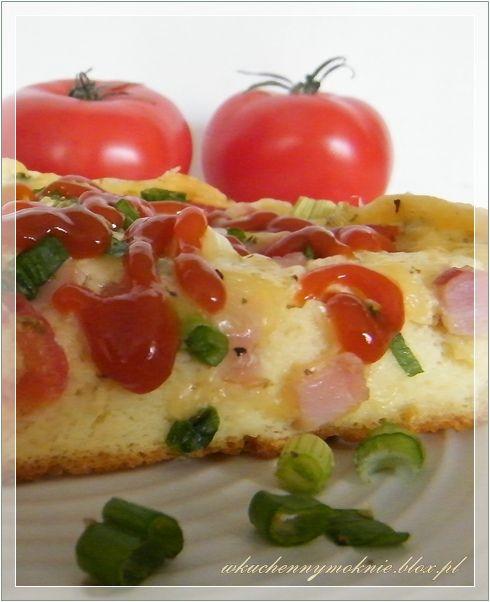 Bardzo pyszna pizza, w zasadzie taka a'la pizza. Może być podana zarówno na śniadanie jak i kolację. Robiłam ją pierwszy raz. Dostrzegłam w niej same zalety: