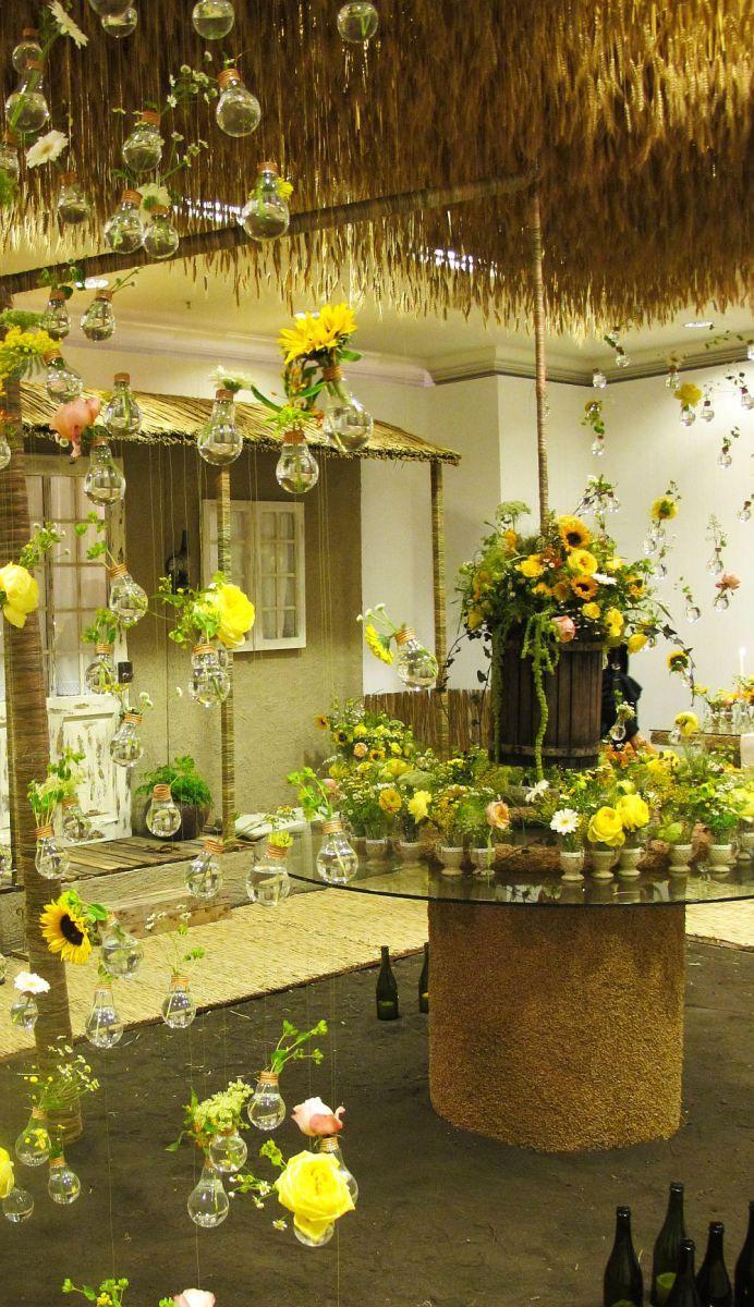Absolut minunat! Decor floral în spirit românesc conceput de designerul Nicu Bocancea