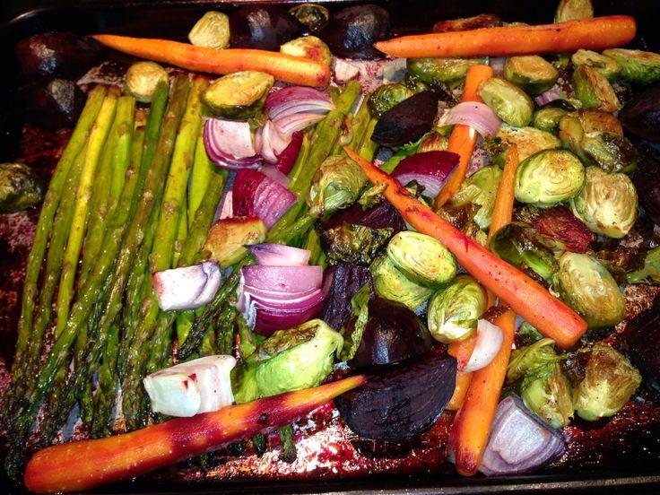 Geroosterde groenten uit de oven. Ui Asperge Wortel Spruitjes.